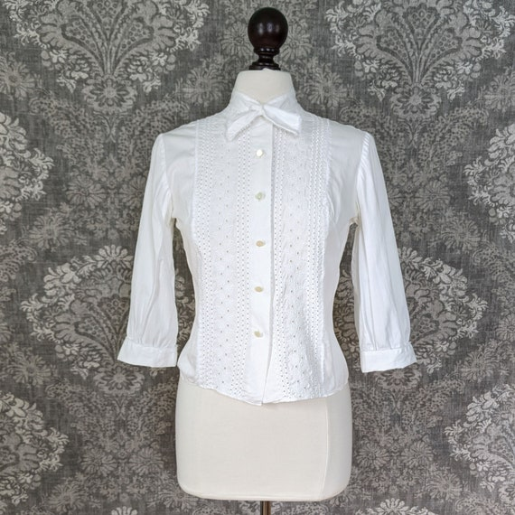 1950s Blouse 50s Ivory White Embroidered Cotton Eyelet Floral Cutwork Blouse St Michael Top XS  S