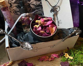 Goddess Hecate box: flowers, oil, spoon, bath salts moonstones key altar Wicca Ritual