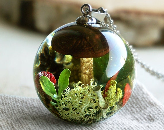 Real Mushroom pendant. Woodland necklace with real mushroom, wild strawberries, cones, moss, green leaves, lichen and heather.