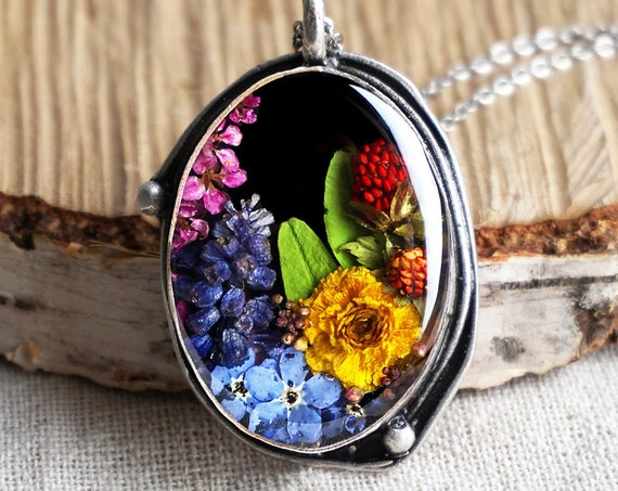 Botanical necklace with Real Muscari, green leaves, Buttercup, Alyssum and Forget me not flowers.