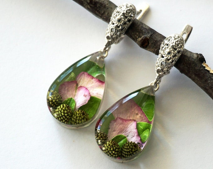Nature earrings with Hydrangea petals, tiny cones and green leaves. Teardrop Resin Earrings with Real dried flowers.