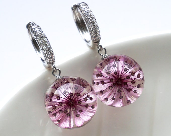 Botanical earrings with real Astrantia flowers. Resin Sphere earrings with real dried Masterworts flowers. Symbolic jewelry