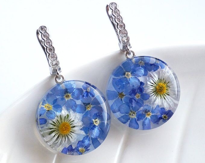 Genuine Forget Me Not and Daisy botanical earrings. Resin Earrings with Real dried blue Forget me not flowers and Daisies.