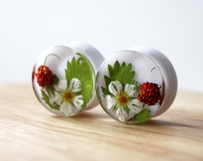 18 mm Ear Plugs with Real Wild Strawberry flowers berries and leaves. White ear gauges. Strawberry fruit gauges.