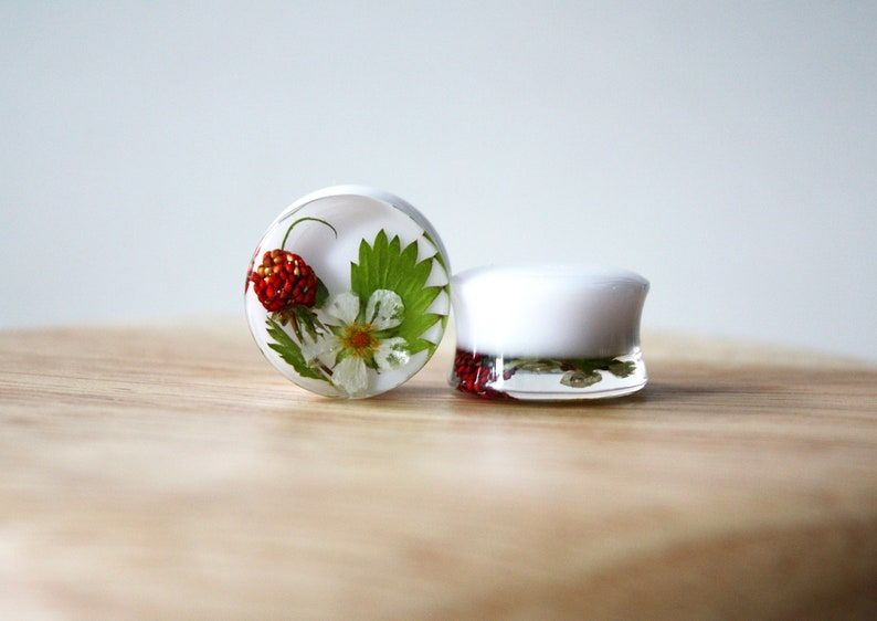 18 mm Ear Plugs with Real Wild Strawberry flowers berries and leaves Strawberry fruit gauges Nature gift for her White ear gauges
