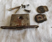 Singer lock (no key) from case lid early 20thC century 28K Sewing machine latch plate etc upper case fitting