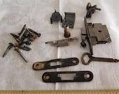 Singer case fittings lock key from bentwood case lid base Sewing machine Simanco 124516 machine 96896 124517 latch plates etc