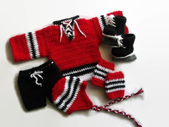separation shoes da2b3 083d4 Chicago Blackhawks Jersey, Baby Shower Gift, Hockey Baby, NHL Outfit, Cute  boy clothes, Hockey jersey and pads