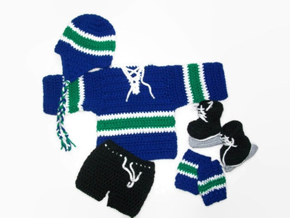 Vancouver Canucks Newborn Girls Sweet Fan Gown Hat /& Booties Set