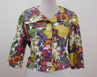 Vintage Women's Blazer 50s Cropped blazer 50s Bright colorful Floral print Cotton jacket Half sleeve Bold buttons Wide collar Summer blazer