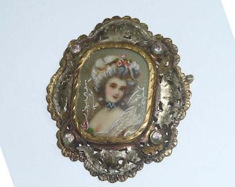 Engraved 19th Century Victorian Portrait Brooch Parcel Gilt Rhinestones