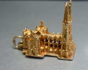 14kt Gold 3d St Patricks Cathedral Bracelet Charm Pendant Church 1950s