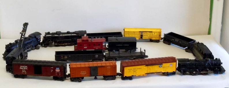 1977 LIONEL NEW LOCOS//CABOOSE INFO MINT