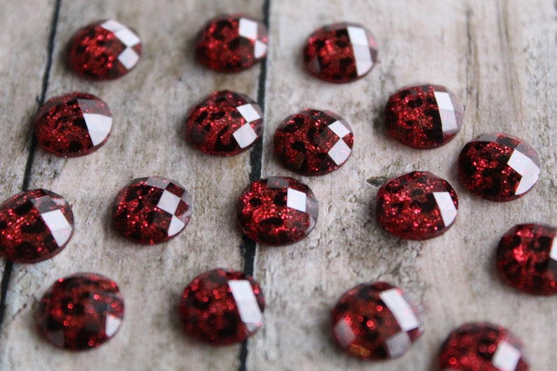 10mm Red Leopard Glitter Resin Cabochon