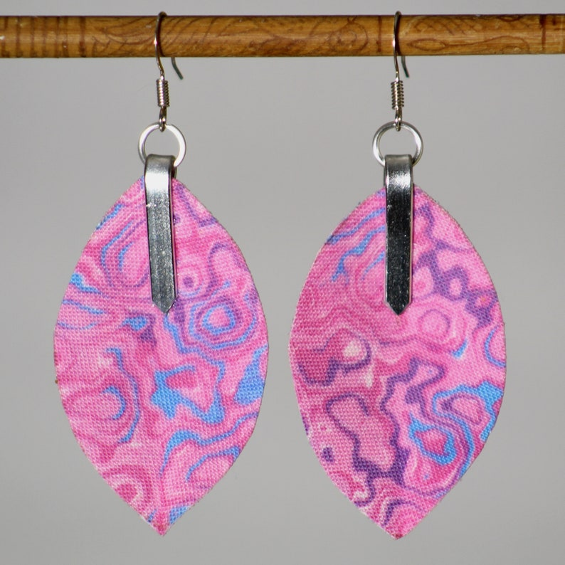 Earrings in pink marbled fabric  lightweight marbled 3D image 0