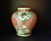 Chinese Qing Dy. Wucai large porcelain jar 康熙五彩大罐 top glazed of longevity in red coins ground panels of dragons flower