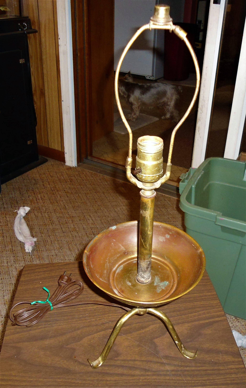 Antica lampada francese in rame e ottone Lampada da tavolo