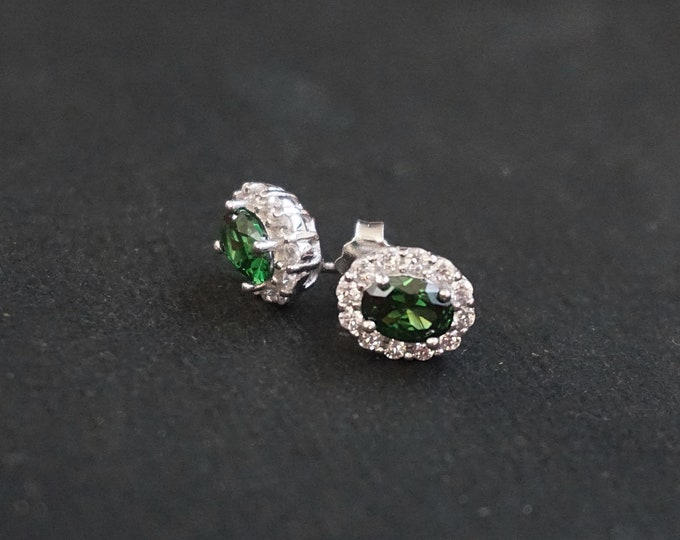 New 14k White Gold on 925 Sterling Silver Ornamented Green Statement Stud CZ Earrings ( 8 . 8 mm )