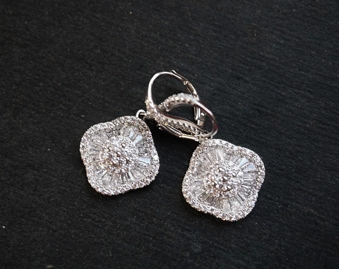 New 14k White Gold on 925 Sterling Silver Fancy CZ Party Flower Earrings ( 1 7 . 1 mm )