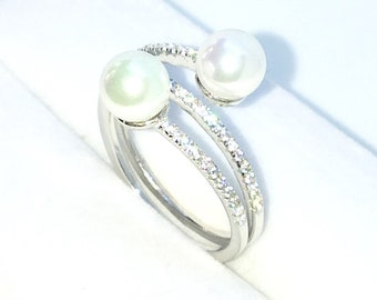New Handcraft White Gold Plated on Sterling Silver twisted spring ring band with small white round cz and two pearls