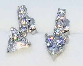 14k White Gold Layered Arrow shaped CZ on 925 Solid Sterling Silver Stud Earrings ( 15 . 2 mm Height)
