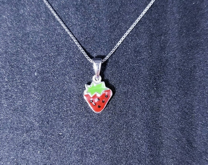 New 14k White Gold On 925 Sterling Silver Small Cute Strawberry Pendant Free Chain