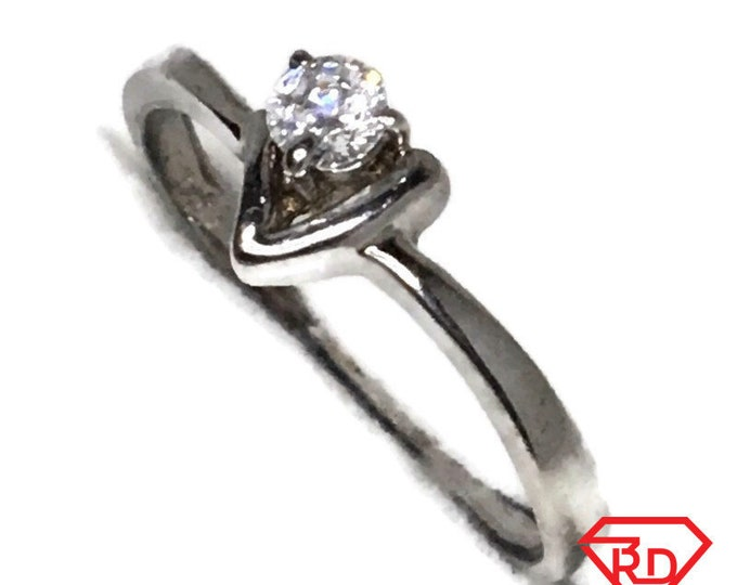 Brand New White Gold on 925 Sterling Silver Teen Ring Band Triangle shape round white CZ ( size 7 )