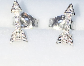 Brand New White Gold on 925 Solid Sterling Silver Shooting Arrow white round CZ studs Earrings ( 4 . 1  mm )