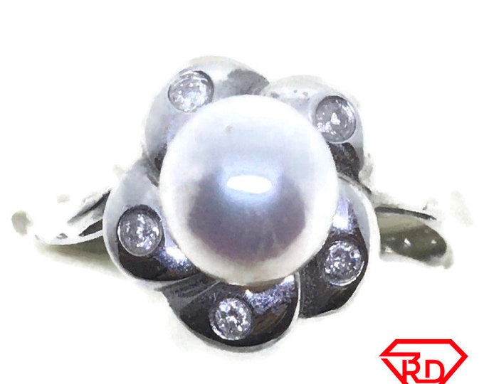 Round Flower Diamond pearl ring 14k white gold S7