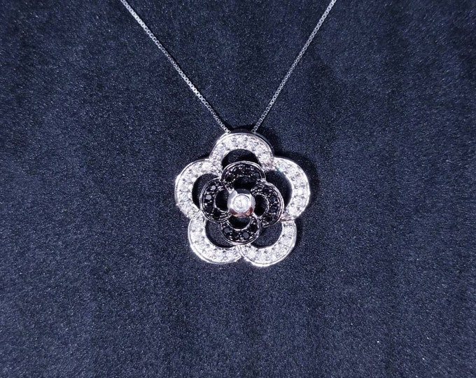 New 14k White Gold On 925 Sterling Silver Cute Flower with CZ Stones Pendant Free Chain