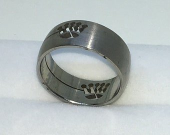 7 . 9mm Size 7 . 75 Brand New White Gold Plated with Crown Print on Stainless Steel ring band
