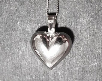 New 14k white gold on 925 silver reflective heart charm pendant with free chain
