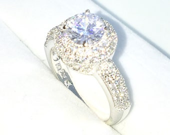 New Handcraft White Gold Plated on Sterling Silver engagement ring band with large and small white round CZ in round shape