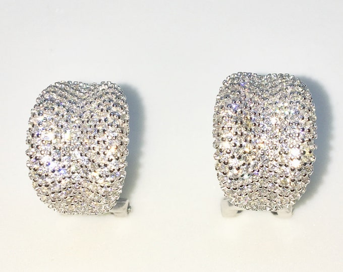 New White Gold on 925 Solid Sterling Silver Lip Shape with tiny round white CZ clamp Studs Earrings ( 11 . 5 mm )