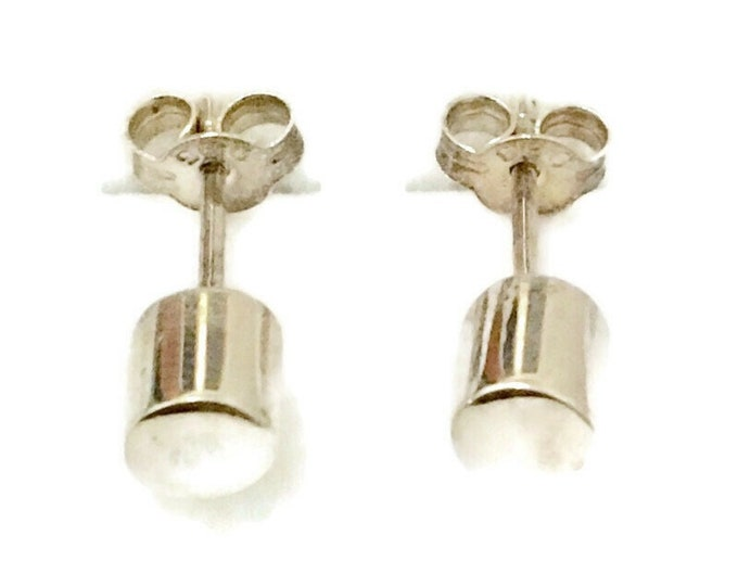 Brand New Anti-tarnish Silver Earrings small studs round cylinder shape ( 5 . 3 mm )