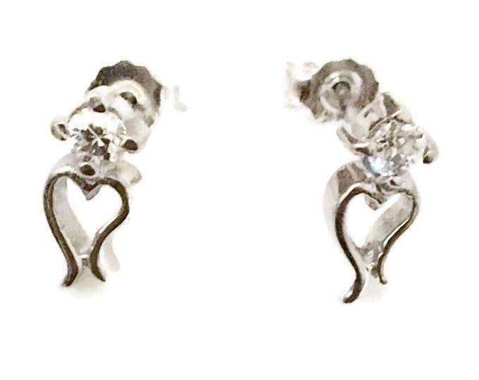 Brand New Anti-tarnish Silver Earrings small studs heart shape with round white CZ ( 4 . 7 mm )