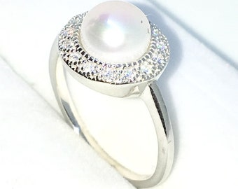 New Handcraft White Gold Plated on Sterling Silver ring band with round white CZ around pearl