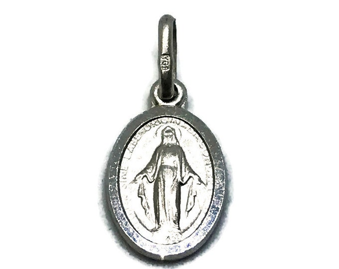 NEW 14K White Gold Layered on .990 Sterling Silver Kids Oval Religious Jesus Christ Plate Pendant