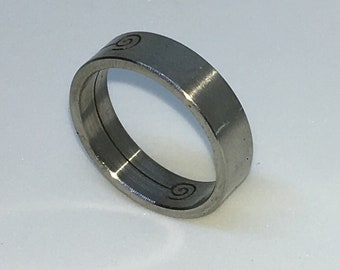 5 . 4mm Size 7 . 75 Brand New White Gold Plated with Spiral Print on Slim Stainless Steel ring band