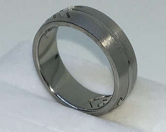 7 . 6mm Size 10 Brand New White Gold Plated with Arrow Pattern on Plain Stainless Steel ring band