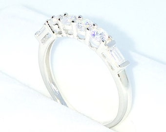 New Handcraft White Gold Plated on Sterling Silver thin ring band with row of white round and emerald CZ