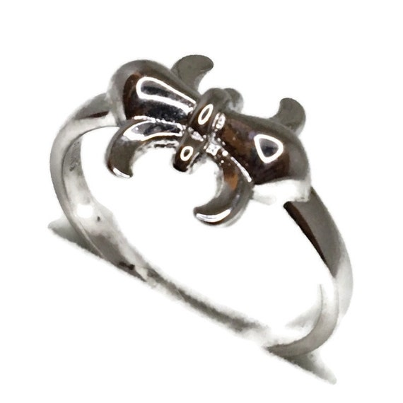 Brand New White Gold on 925 Sterling Silver Ring Band Fleur de Lis ( size 7 )