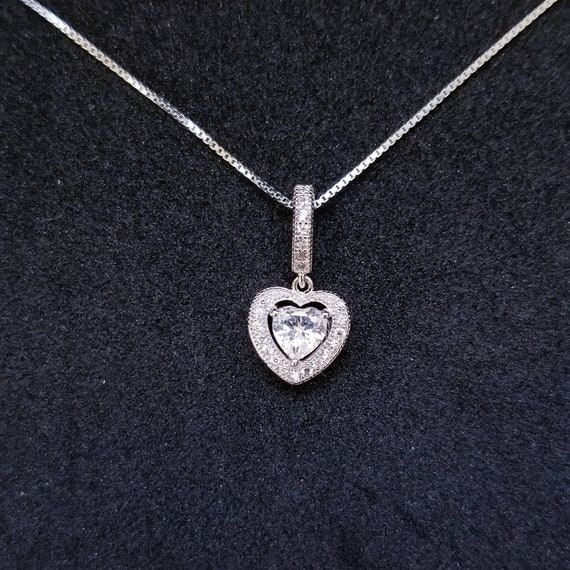 New 14k White Gold On 925 Sterling Silver Small Halo Heart CZ Stones Pendant Free Chain