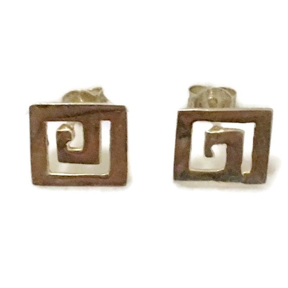 Brand New Anti-tarnish Silver Earrings small studs square symbol shape ( 10 . 5 mm )