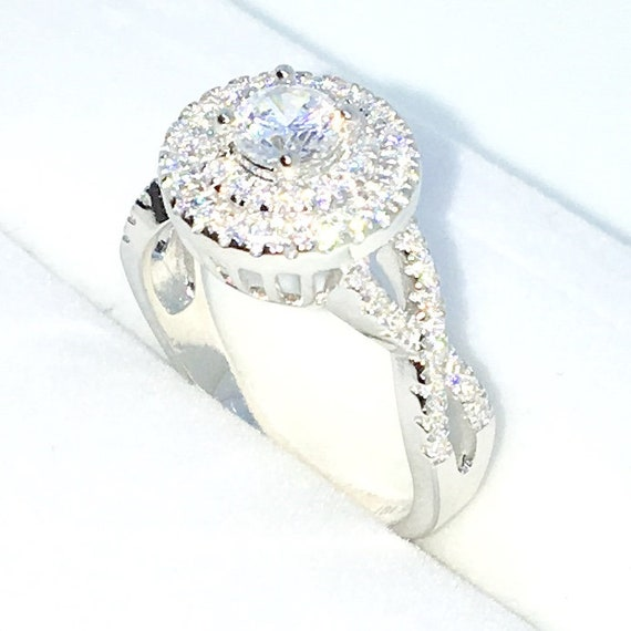 New Handcraft White Gold Plated on Sterling Silver engagement ring band with twist and round shape and white round CZ