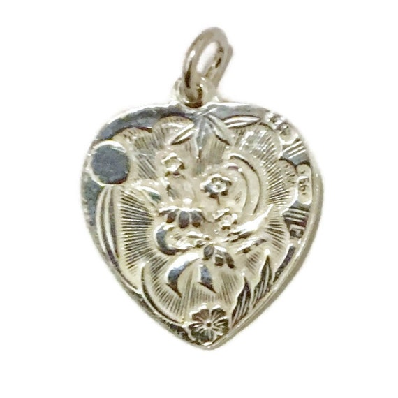 Brand New Anti-tarnish Silver Pendant heart shape with Chrysanthemum Flower and Fortune ( 20 . 7 mm )