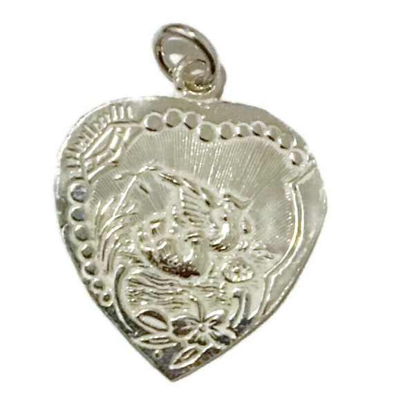 Brand New Anti-tarnish Silver Pendant heart shape with Dove pairs and Marriage  ( 23 . 4 mm )