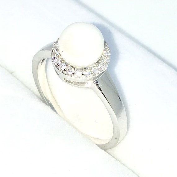 New Handcraft White Gold Plated on Sterling Silver ring band with small white round CZ and pearl