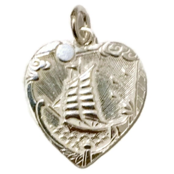 Brand New Anti-tarnish Silver Pendant heart shape with sailing boat and safe travels ( 20 . 7 mm )