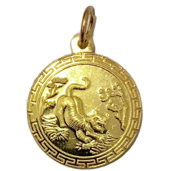 Brand New Yellow Gold on 925 Sterling Silver Pendant Round with tiger zodiac and fortune ( 12 . 9 mm )